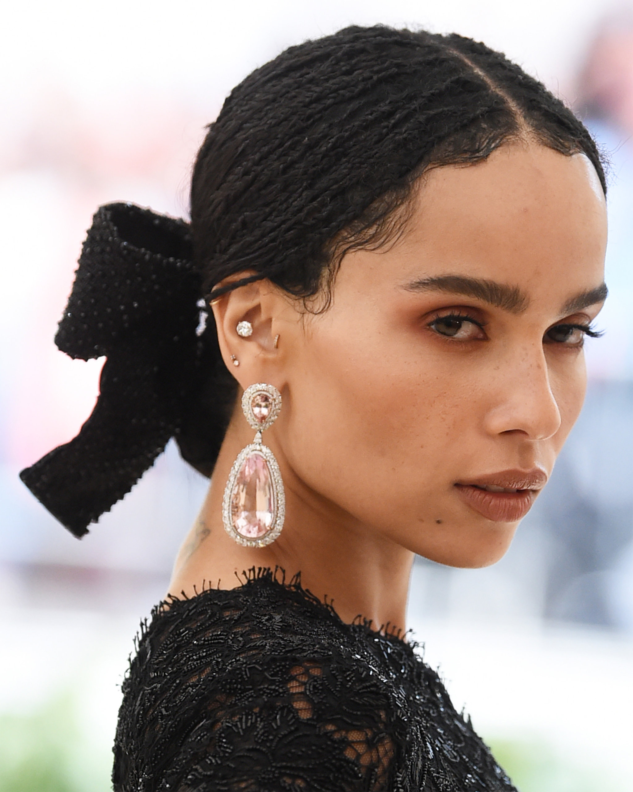 Teardrop diamond earrings with pink morganite diamond and diamond studs worn by Zoë Kravitz at the 2018 Met Gala