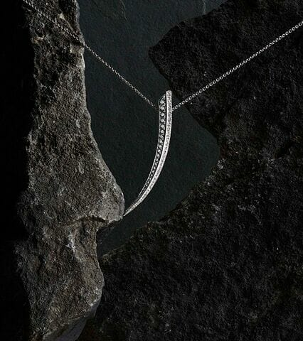 18kt White Gold And Diamond Sabre Necklace $14.500.