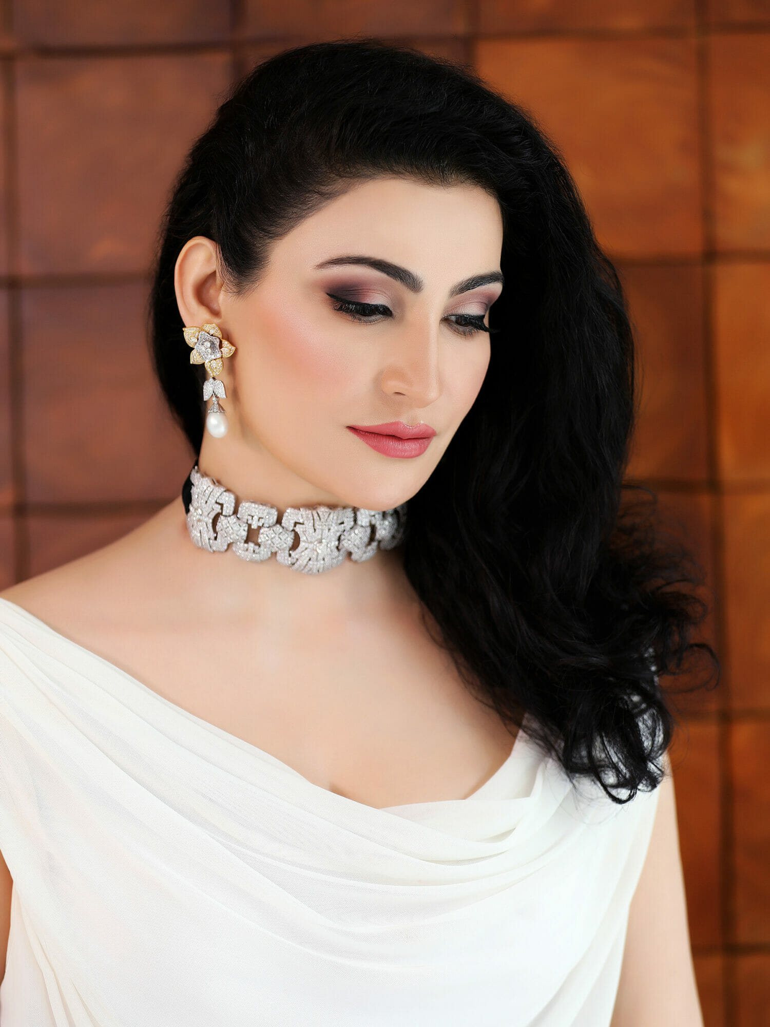 Passi pairs her stunning white diamond choker in the Art Deco style with equally gorgeous diamond earrings from her personal jewellery collection